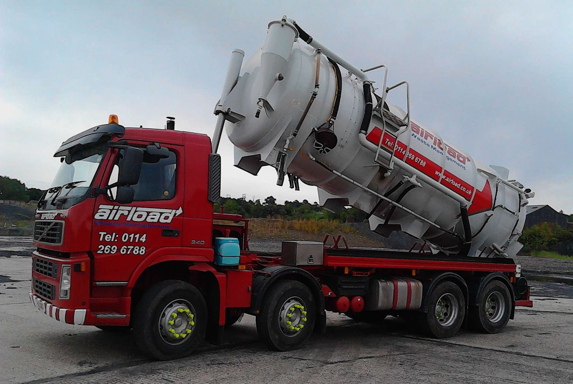 sheffield waste managemant vacuum tanker with tipping capabilities